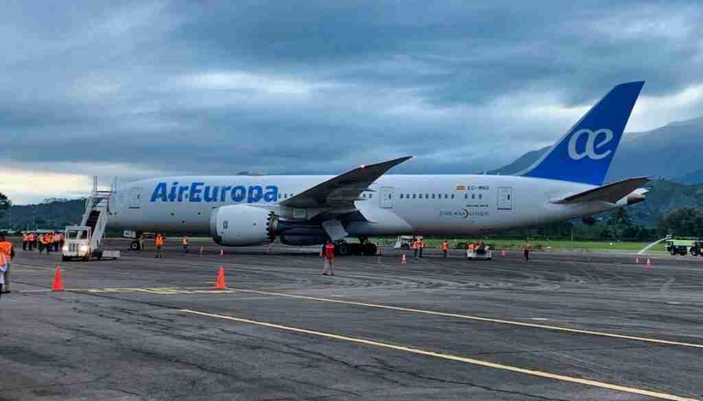 La Ceiba recibe histórico vuelo de air Europa